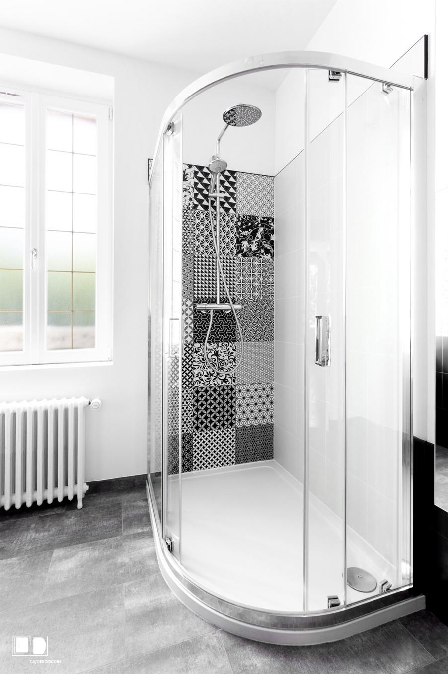 Salle de bain Style Art Déco Chic et intemporelle                                Crédit photo : Carole Sertillanges